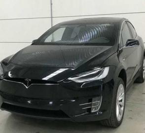 Мексиканцы превратили Tesla Model X в электрический бронемобиль
