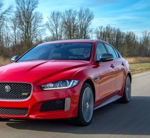 Компания Jaguar представила спортивные версии седанов XE и XF