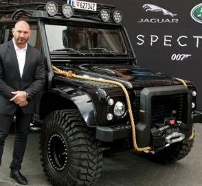 Land Rover Defender, как у «Бонда», выставлен на продажу