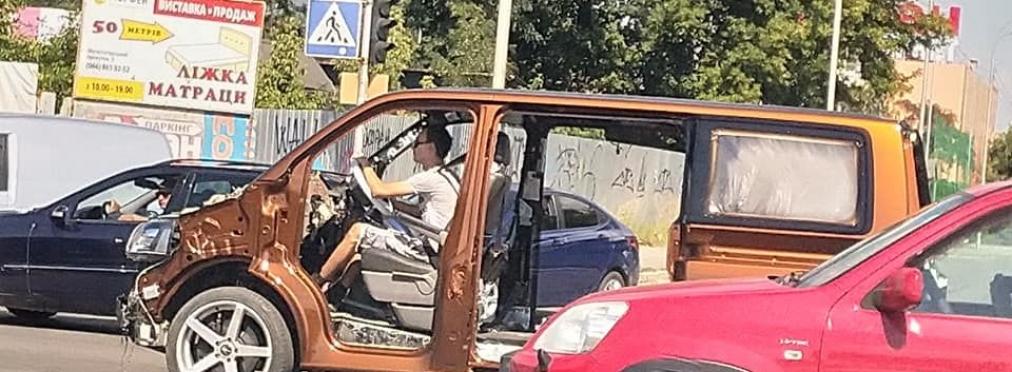 На украинской дороге заметили очень странный Volkswagen Transporter —  AutoMP