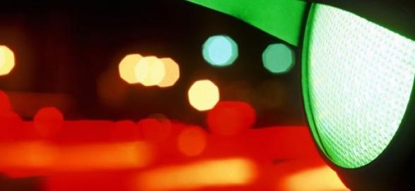 Как безопасно проезжать перекрестки на «мигающий зеленый»