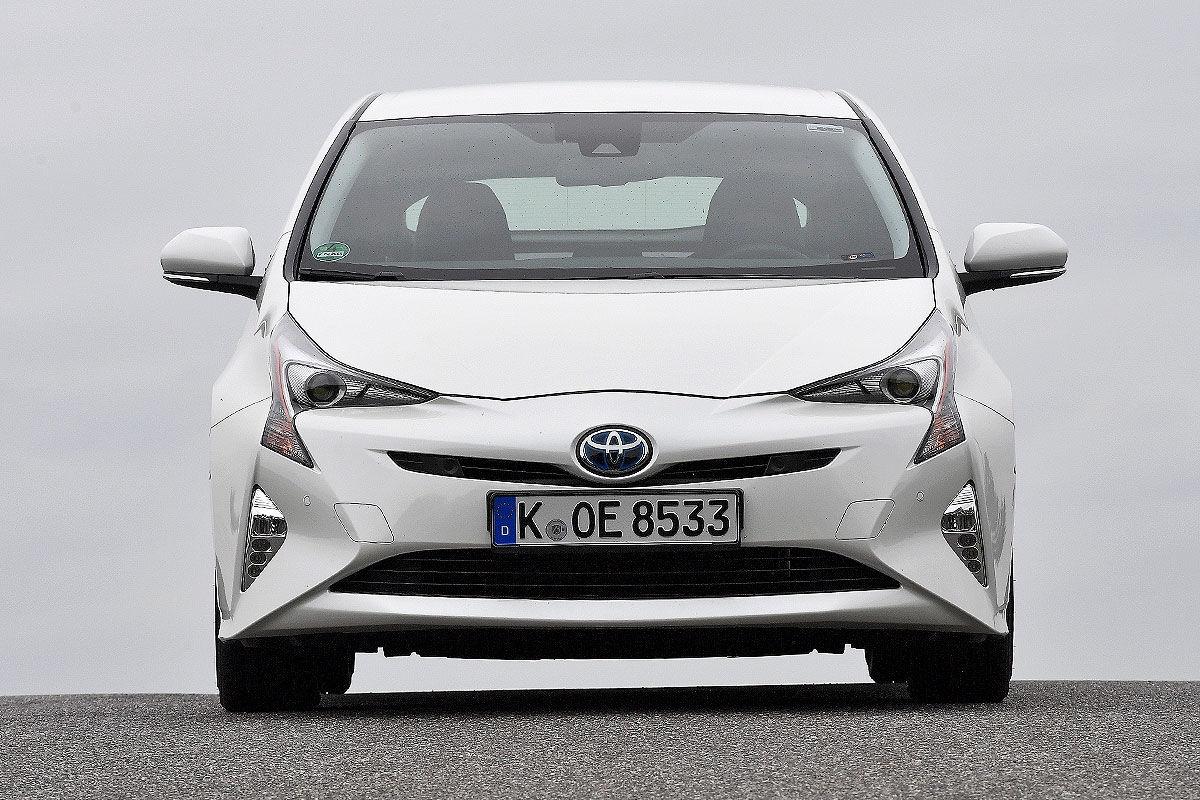 «Неубиваемая лошадка»: тест Toyota Prius с пробегом 100 тысяч километров